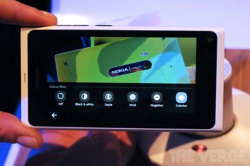 Слухи: Nokia N9 теперь и в белом цвете корпуса