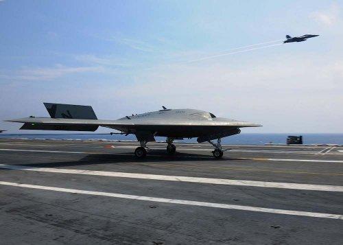 Беспилотник X-47B ВМС США приземлился на борт авианосца Теодор Рузвельт