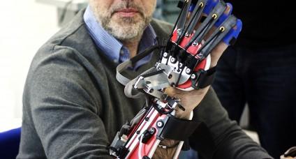 Робоперчатка для восстановления функций руки после инсульта