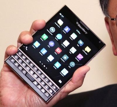 О смартфонах и не только #7: российская мобильная ОС, YotaPhone, секретный порт Apple Watch и как заработать на iPhone более 2 млн. рублей