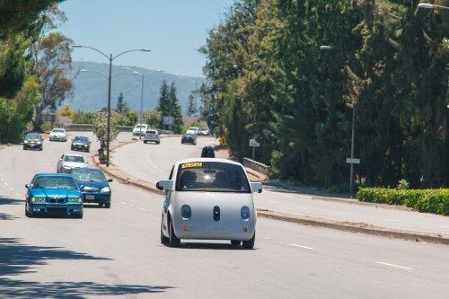 Автомобили Apple и Google: слухи и предположения