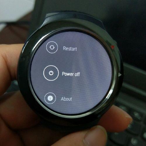 Слухи: Смартчасы  HTC Halfbeak замечены на «живых» фото
