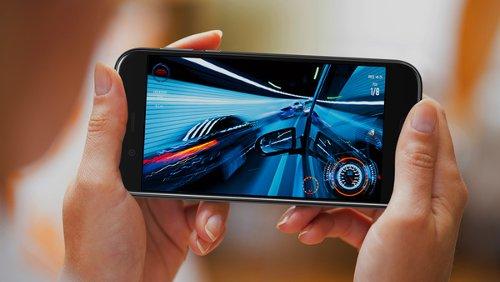 Анонсы: Sharp Aquos R сочетает Snapdragon 835 и 22,6 Мп камеру