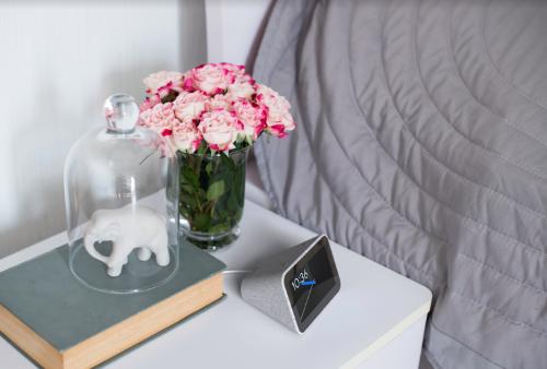 CES 2019: Lenovo представила умный будильник с динамиком и Google Assistant