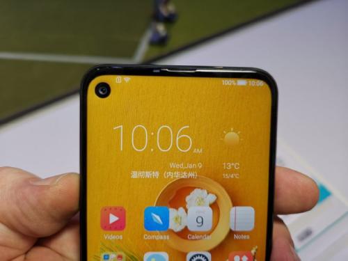 CES 2019: HiSense U30 — смартфон на Snapdragon 675 с круглым вырезом в экране