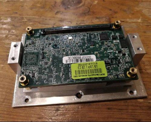 Модуль COM на базе Intel Atom с переходником для установки на радиатор