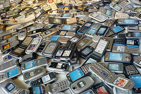Платы от мобильных телефонов содержит золото