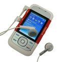 Бизнес-телефон Nokia 6300 оснащен такими же наушниками, что и музыкальный аппарат.